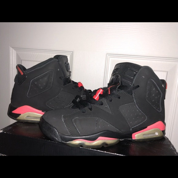 hot sale online f2bd7 b3184 Jordan's Black infrared 6s 9/10 condition size 6.5